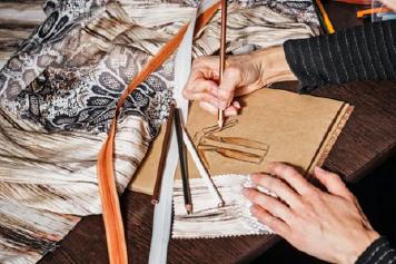 چگونه حرفهای ترین افراد را در استخدام طراح لباس انتخاب کنیم؟